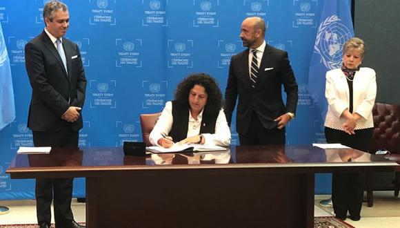 La entonces ministra del Ambiente, Fabiola Muñoz, firmó en representación del Estado Peruano el Acuerdo de Escazú. (Foto: Twitter)