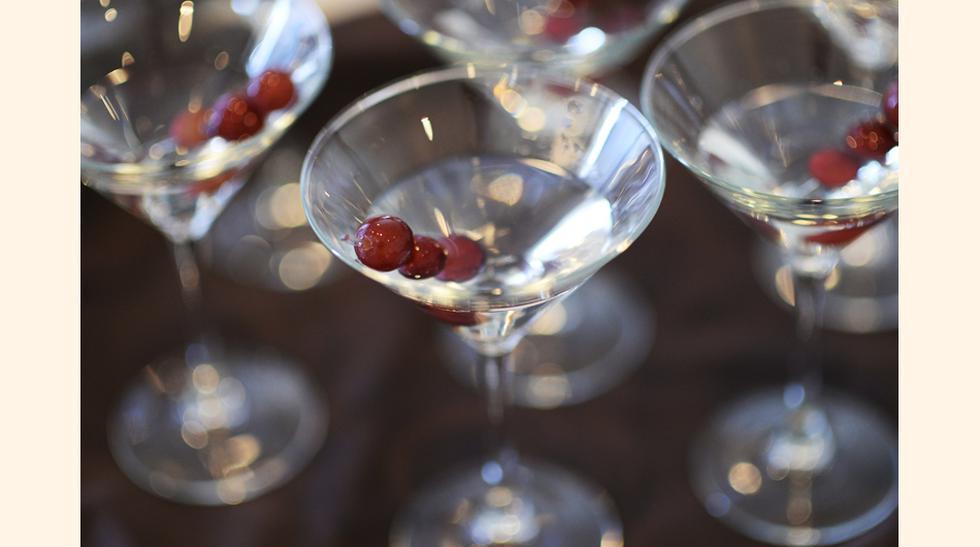 Ginebra: Su sabor en cocteles es espectacular, pues su sabor permite combinarla y dar sabores que no pensaría en cocteles como martini. (foto: Getty)