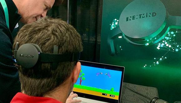 La empresa emergente francesa NextMind reinventó el mítico videojuego Duck Hunt de Nintendo, que consistía en disparar a patos.