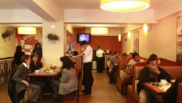 Demanda en restaurantes con pantallas de TV grandes se  duplica no solo en comida sino también en tragos, según Flanqueo. (Foto: USI)