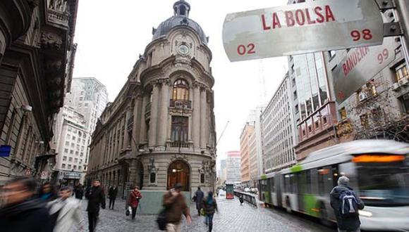 La Bolsa de Santiago reaccionó con una violenta caída ante la incertidumbre del mercado respecto a qué pasará con la redacción de la nueva Carta Magna.