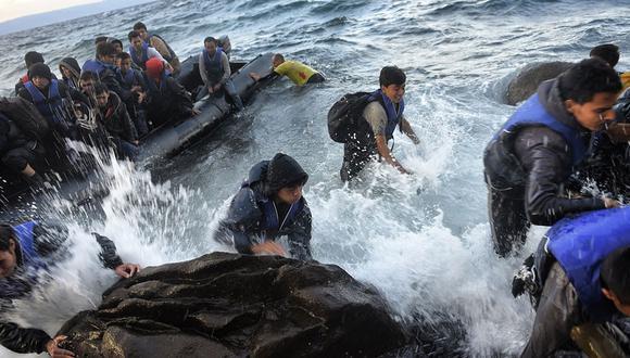 """Con más de 70,000 demandantes de asilo en Grecia, de los cuales unos 33,000 en las islas del Egeo cercanas a Turquía, Mitstotakis calificó de """"inaceptable el enfoque de muchos países miembros (de la UE) que consideran que no es para nada su problema""""."""