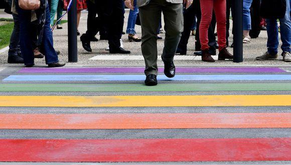 """El decreto peruano prohibió """"cualquier tipo de discriminación"""" al hacer cumplir la norma, pero las personas trans enfrentan prejuicios y obstáculos legales."""