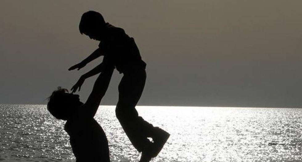 """Es hora de """"compartir la felicidad"""" y concentrarse en las relaciones, la amabilidad y ayudarse unos a otros. (Foto: WEF)"""