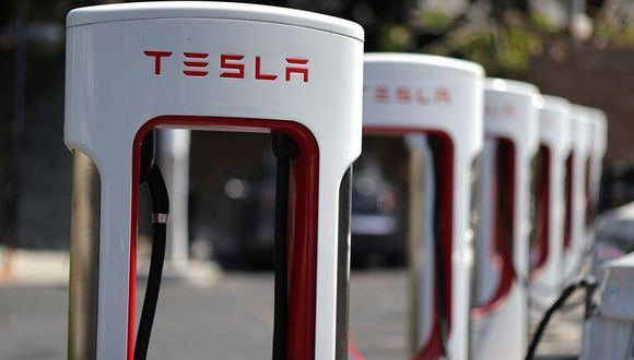 Estación para cargar eléctricos de Tesla en Los Angeles, California. (Foto: REUTERS/Lucy Nicholson)