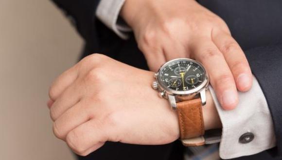 Adquirir un reloj de lujo demanda una inversión grande, pero antes de comprarlo verifica que sea original y no una imitación. (Foto: Freepik)