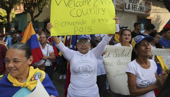 Manifestantes venezolanos a favor de recibir ayuda humanitaria. (Foto: AP)