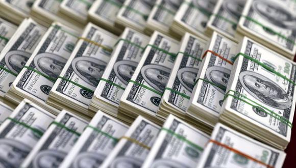 En el mercado paralelo o casas de cambio de Lima, el tipo de cambio se cotiza a S/ 3.830 y S/ 3.870 la venta de cada billete verde. (Foto: EFE)
