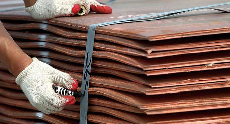 El cobre cotizó 1.1% más alto a US$ 5,821.50 por tonelada en la Bolsa de Metales de Londres el lunes.