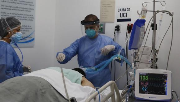 La facturación de un paciente hospitalizado en UCI por 30 días puede llegar a los S/ 500 mil, afirma Federico Fajardo, director ejecutivo de La Protectora. EFE/Luis Eduardo Noriega A