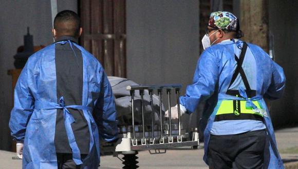 El Gobierno reconoció la labor de los médicos y trabajadores de salud durante la pandemia del COVID-19 a través de un bono. (Foto: EFE)