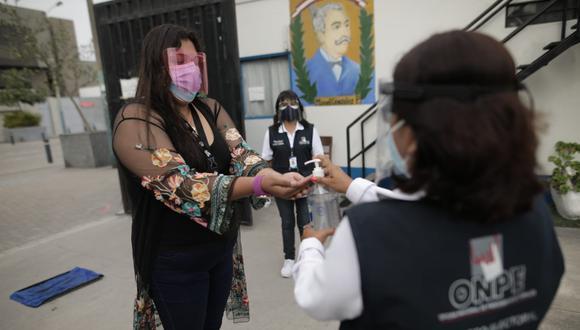 La ONPE ha determinado una serie de protocolos y recomendaciones a los votantes que se acercarán a las mesas de sufragio. (Foto: Anthony Niño de Guzmác/GEC)