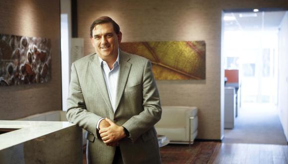 Tarea. Alonso Bustamante sostiene que uno no debe enfocarse solo en el bienestar de su compañía sino también hay que participar más en el Perú.