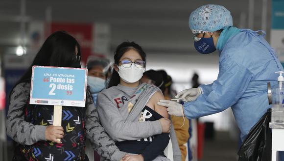 Su vacunación contra el COVID-19 será de acuerdo al último dígito de su Documento de Identidad (DNI). Foto: Jorge Cerdan/@photo.gec
