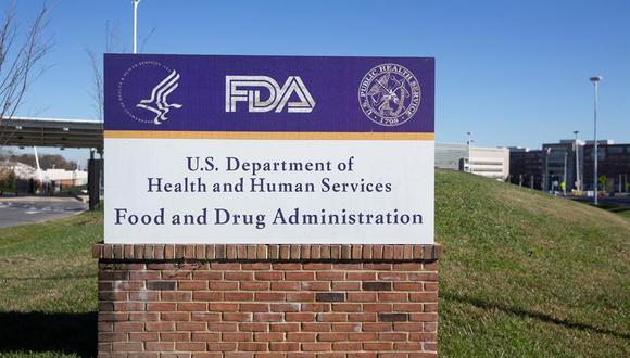 Vista del letrero de la Agencia de Alimentos y Medicamentos de EE.UU. (FDA, en inglés) en Silver Spring, Maryland (EE.UU.), el 20 de noviembre de 2020. EFE/Michael Reynolds