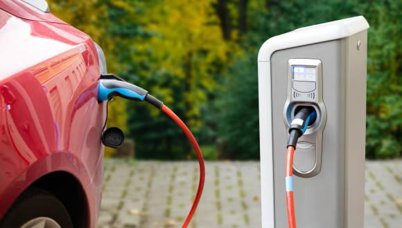 Los esfuerzos para producir baterías de estado sólido en masa se han tambaleado, ya que son caras de fabricar y son propensas a agrietarse cuando se expanden y contraen durante el uso. (Foto: iStock)
