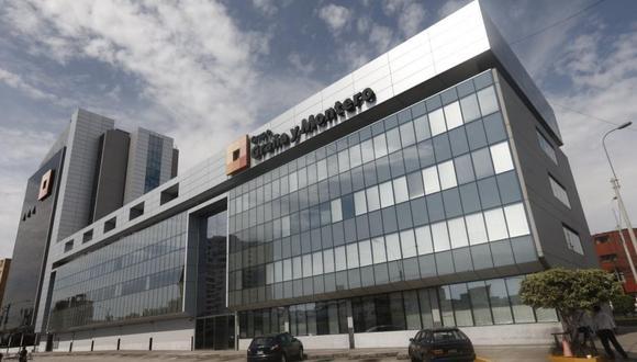 Foto 10     La empresa Graña y Montero SA anunció al mercado que ha culminado la transferencia de acciones a favor de Stracon SAC, lo que le ha permitido la amortizar el 55% de una deuda que tenía con las principales entidades bancarias del país. Como señala el contrato, Graña y Montero, subsidiaria del grupo del mismo nombre, se obliga a transferir la totalidad de su participación en Stracon GyM (87.59%) por un valor de US$ 76.82 millones. El proceso de cierre requería de 10 días hábiles desde que fue comunicada la transacción como hecho de importancia ( 28 de marzo del 2018). Este plazo culminó exitosamente hoy miércoles 11 de abril del 2018. (Foto: USI)