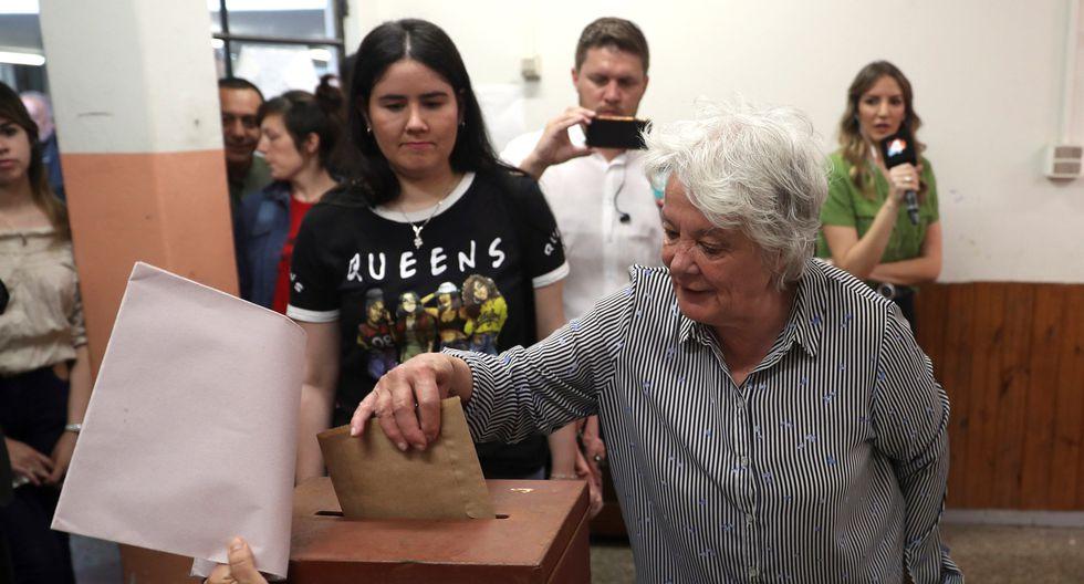 La vicepresidenta de Uruguay, Lucía Topolansky, votó este domingo en Paso de la Arena. (Foto: EFE)