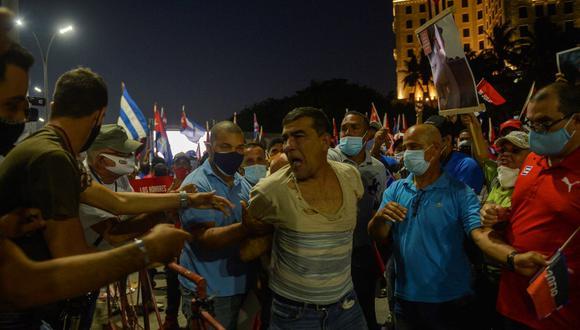 Las protestas, que comenzaron en un pequeño pueblo hace 10 días y luego se extendieron, encuentran al país inmerso en la peor crisis económica de Cuba en décadas, lo que se suma a las restricciones a las libertades civiles. (Foto: AFP)