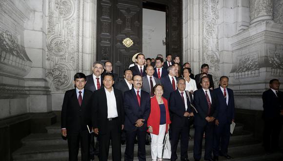 La bancada de Acción Popular pidió al presidente Martín Vizcarra que acuda este viernes al Congreso a fin de que brinde sus descargos ante los audios que lo comprometen con el caso de Ricardo Cisneros