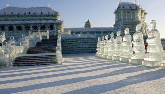 FOTO 1 | Las bajas temperaturas de la ciudad de Harbin en China, permiten que las esculturas de hielo se mantengan en pie.