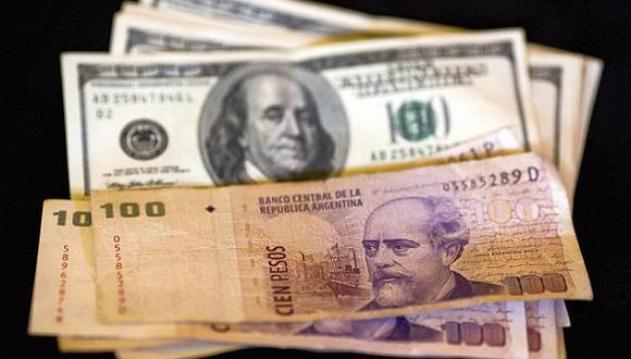 El acuerdo entre el FMI y el gobierno ayudó a calmar el desplome del peso argentino, pero generó el rechazo de organizaciones sociales. (Foto: AP)