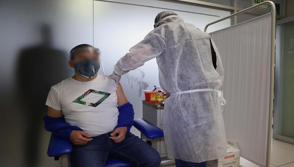 Voluntarios del ensayo clínico de Sinopharm plantea denunciar a involucrados en ensayos clínicos debido a que aún no reciben dosis contra el COVID-19. (Foto: Referencial/EFE).