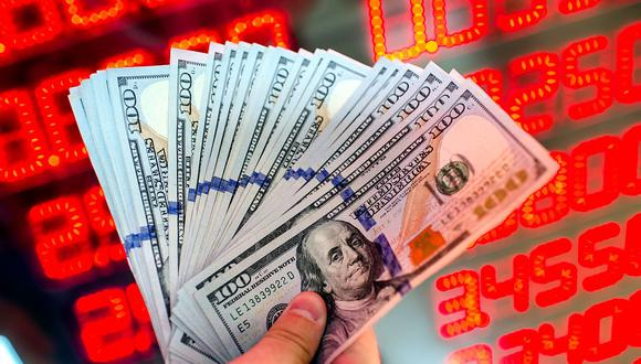 En el mercado paralelo o casas de cambio de Lima, el tipo de cambio se cotizaba a S/ 3.745 la compra y S/ 3.790 la venta de cada dólar. (Foto: AFP)