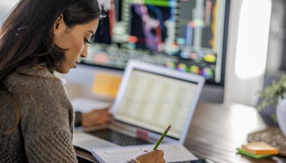 Las Líneas Financieras y Profesionales volvieron a tener la tasa de aumento más alta en las principales categorías de productos de seguros, con un 34% en comparación con el 40% del trimestre anterior. (Foto: iStock)
