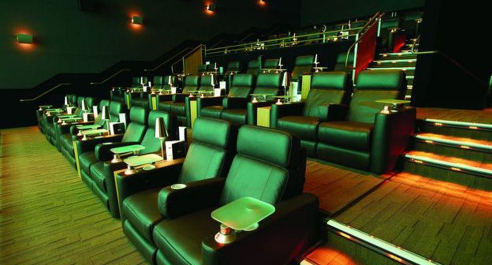 Los cines de lujo suelen tener asientos reclinables, menú a la carta y meseros a la butaca. (Foto: Cinépolis)