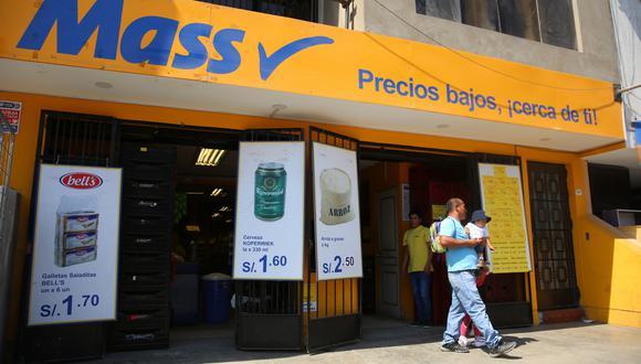 El tiempo y el ahorro son factores que valoran los consumidores que visitan las tiendas de descuento. (Foto: GEC)