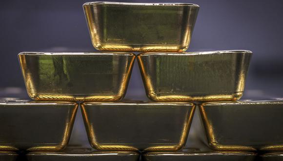 En noviembre, cuando se anunciaron los resultados prometedores de diversas vacunas, el precio del oro cayó -5.4%. (Foto:AFP)