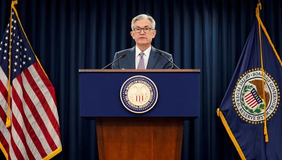"""Powell indicó que no espera """"pronto"""" un alza en las tasa de referencia y agregó que """"ahora no es el momento para pensar en una salida"""" al enorme estímulo monetario desplegado. (Foto: Reuters)"""