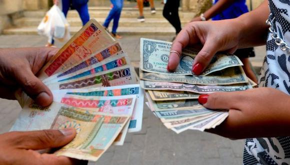 Cuba suspende los depósitos de dólares en efectivo en la isla. (GETTY IMAGES).