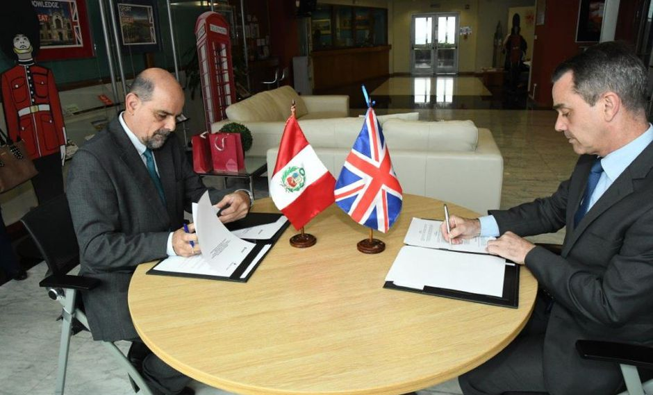 El acuerdo fue suscrito en las instalaciones de la Embajada Británica en Lima. (Foto: Difusión)