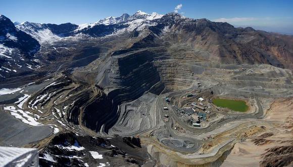 Imagen de archivo: vista aérea de la mina Andina de Codelco y Los Bronces de Anglo American en una zona de glaciares en la Codillera de Los Andes cerca de Santiago, Chile, el 17 de noviembre de 2014. REUTERS/Ivan Alvarado