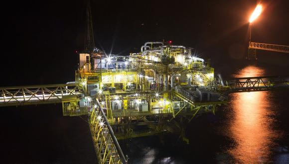 Pemex perdió 421,000 barriles de crudo por día el domingo debido a una fatal explosión en su plataforma costa afuera E-Ku-A2.