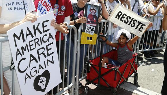 Protestas en Los Angeles en contra de la separación de niños de sus padres que ocurre en la frontera sur de Estados Unidos. (Foto: AP)