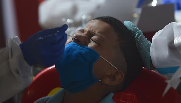 El estudio indica que la gran diferencia entre las muertes se debe probablemente a las desigualdades sociales y los accesos a servicios de salud. (Foto referencial: AFP / Punit Paranjpe)