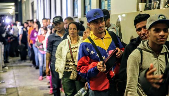 FOTO 2 | Buscaban ingresar al territorio peruano en el último día establecido para que puedan hacerlo con su cédula de identidad. (Foto: Andina)