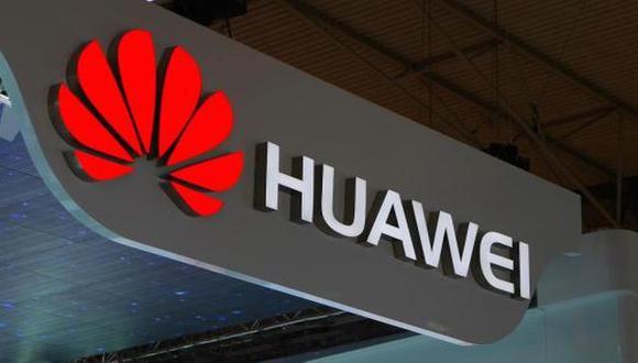 Huawei rechaza las acusaciones de Estados Unidos de que facilita espionaje chino o de que es controlada por el Partido Comunista.