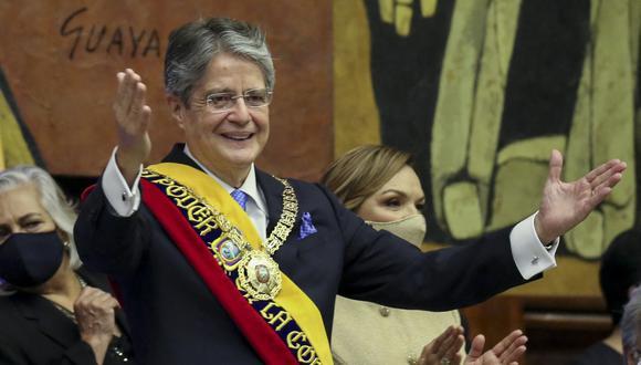 """Guillermo Lasso, un exbanquero de 65 años, señaló que se encargará de coordinar """"los mecanismos que permitan una negociación del sector privado"""" con los fabricantes de las vacunas. (Foto: Ecuador's National Assembly / AFP)"""