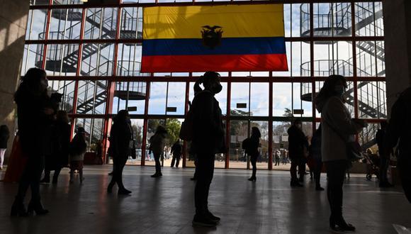 Ecuador ha autorizado el uso en su territorio de las vacunas de Pfizer, AstraZeneca y Sinovac hasta el momento. (Photo by Gabriel BOUYS / AFP)