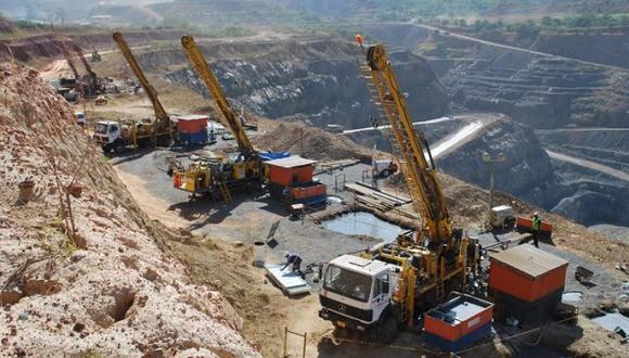 Los accionistas de Compañía de Minas Buenaventura aprobaron emitir hasta US$ 550 millones en obligaciones negociables en una reunión el 21 de mayo, según un documento de la Comisión de Bolsa y Valores de Estados Unidos.