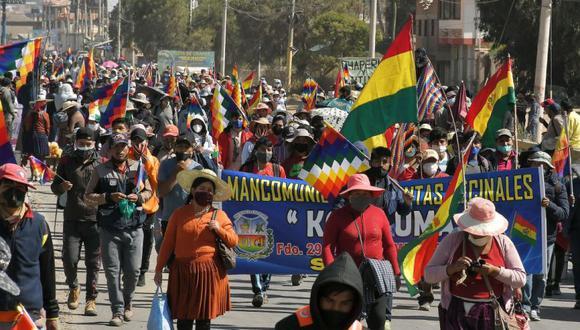 Cientos de manifestantes protestan contra el nuevo aplazamiento de las elecciones bolivianas, el martes 4 de agosto en Sacaba (Bolivia). Las protestas contra el nuevo retraso en los comicios generales, aplazados esta vez del 6 de setiembre al 18 de octubre, continuaron en distintas partes de Bolivia. EFE/Jorge Ábrego