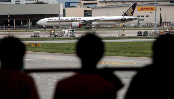 """""""Primero, incentiva los vuelos que emiten mucho carbono sin justificación y, segundo, es solo un parche que distrae de las políticas y los cambios de prioridades necesarios para mitigar la crisis climática"""", señaló la organización. (Foto: EFE)"""