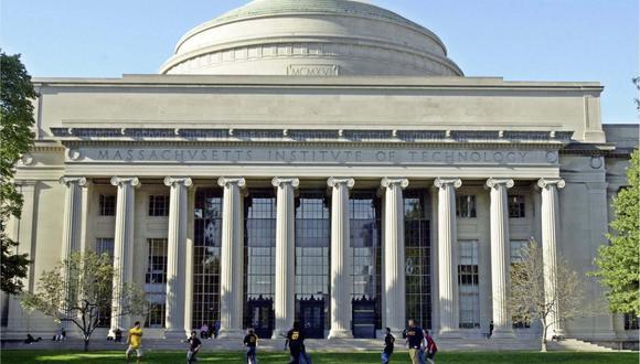 FOTO 1   Instituto Tecnológico de Massachusetts (MIT, por sus siglas en inglés), Cambridge, Estados Unidos. La universidad se ha adjudicado el primer puesto por seis años consecutivos. Además de su sólido prestigo académico, es conocida por sus cursos como arquitectura, lingüística, informática, ingeniería y tecnología, química, matemáticas y economía. Estudiantes: Más de 11,000.