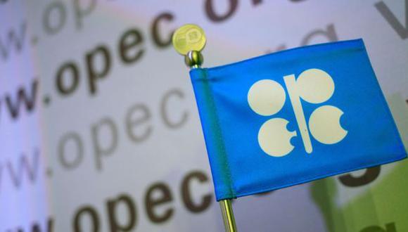 El pasado mes la OPEP ya rebajó sus previsiones de consumo en 100,000 bd, por lo que en los últimos dos meses la organización con sede en Viena ha empeorado las previsiones del consumo petrolero en medio millón de barriles diarios. (Getty Images vía BBC)