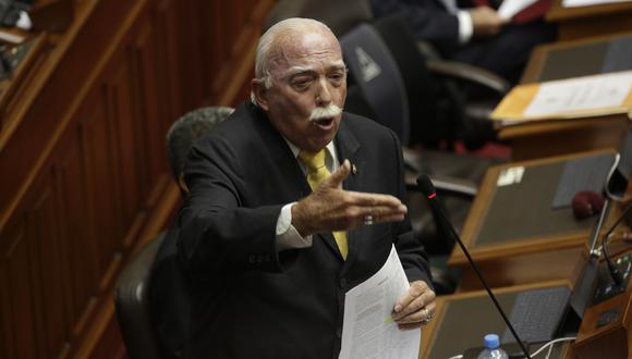 Posición. El congresista Carlos Tubino afirmó que los ministros Oliva y Trujillo primero deben aclarar las dudas en las comisiones. (Foto: Anthony Nino de Guzmán)