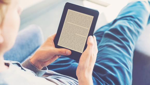 Lectores del continente encuentran en los libros digitales una alternativa no sólo frente al cierre de librerías si no también como fuente de entretenimiento. (Foto: Shutterstock)